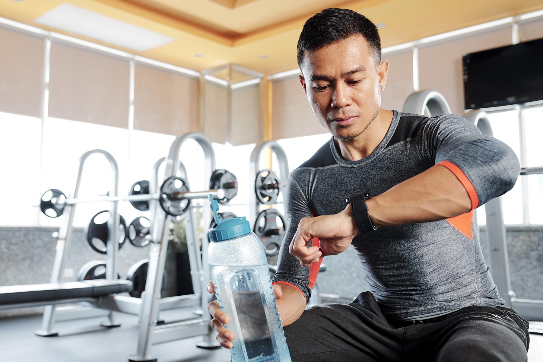 fit-man-checking-smart-watch-H8GR7B4.jpg