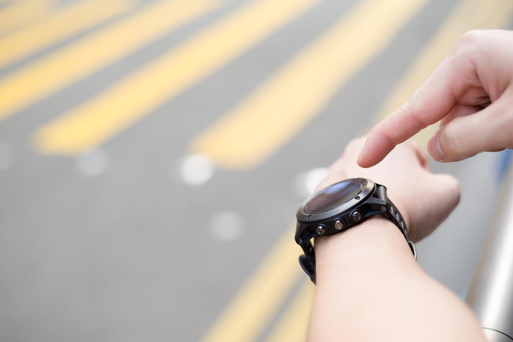 man-wearing-smart-watch-G7XTMRJ.jpg